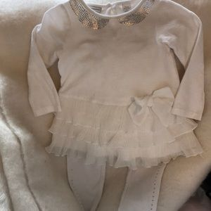 Other - Adorable ruffled top and leggings set
